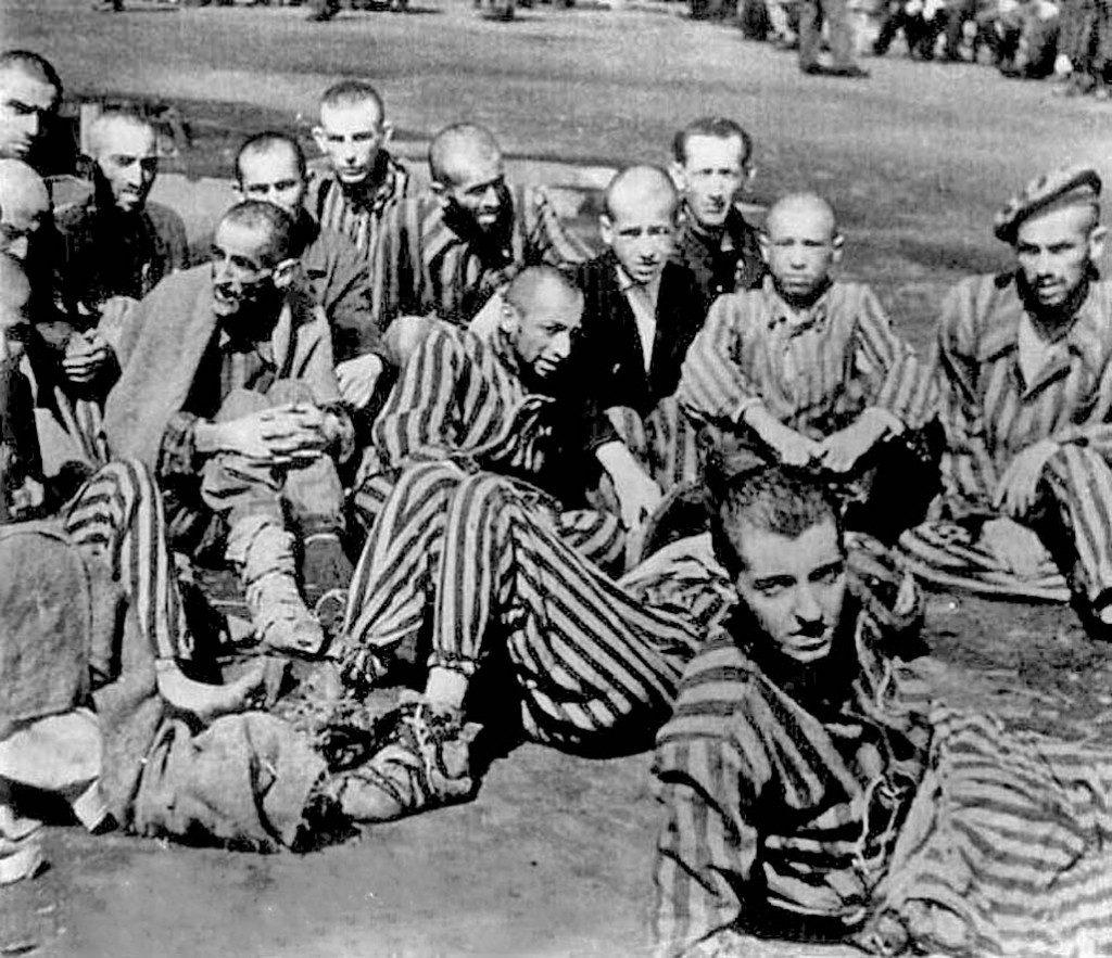 Robert Desnos'un (Ortada) Son Fotoğrafı, Terezin Kampı, Çekoslovakya, 1945